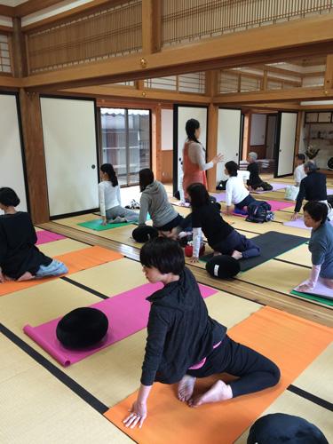 寺びらき-ヨガ